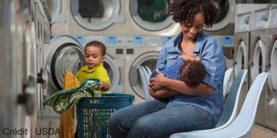 Ça prend un E-village : soutenir des mères afro-états-uniennes dans la poursuite de leur grâce aux communautés Facebook